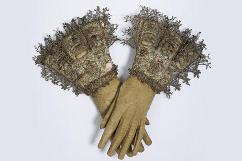 123219856_gloves_390757c
