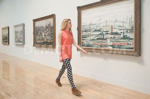 1372083922-lowry-and-the-painting-of-modern-life-exhibition-opens-at-tate-britain_2189593